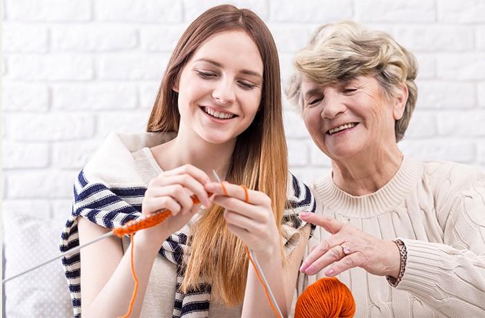 spędzanie czasu ze starszą osobą