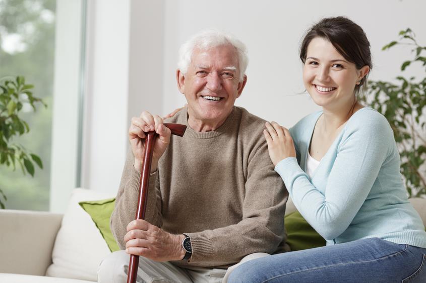 Ile zarabia opiekiun seniora
