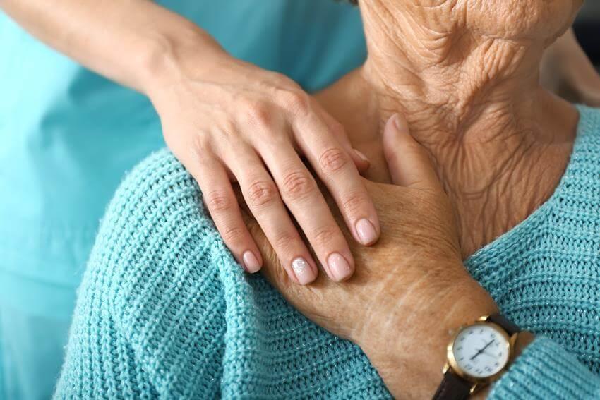 koronawirus, a opieka nad starszymi osobami
