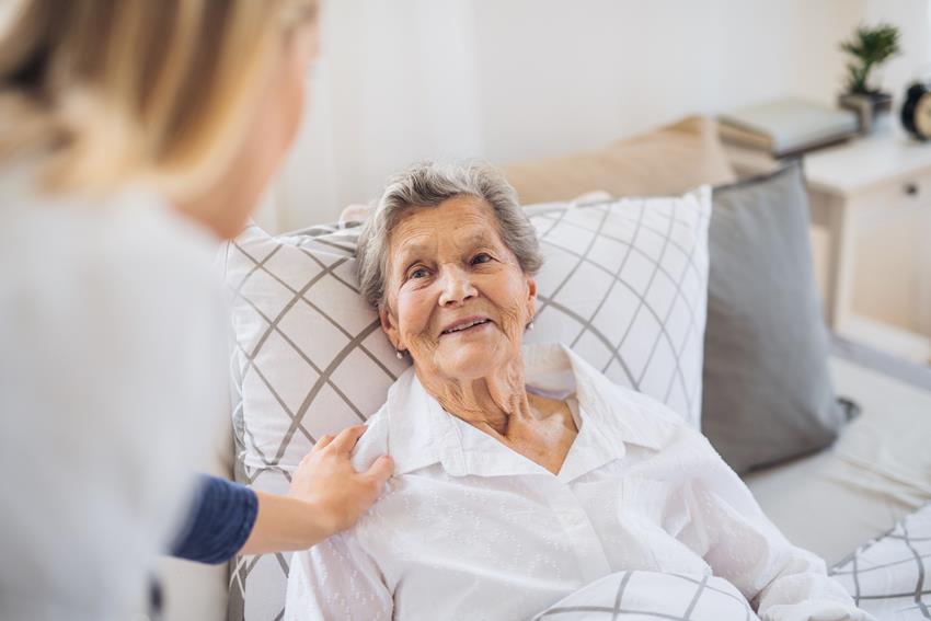 praca na czarno jako opiekunka osób starszych